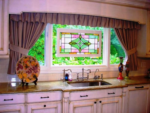 Virtuves-aizkari-idejas-logu-procedūras