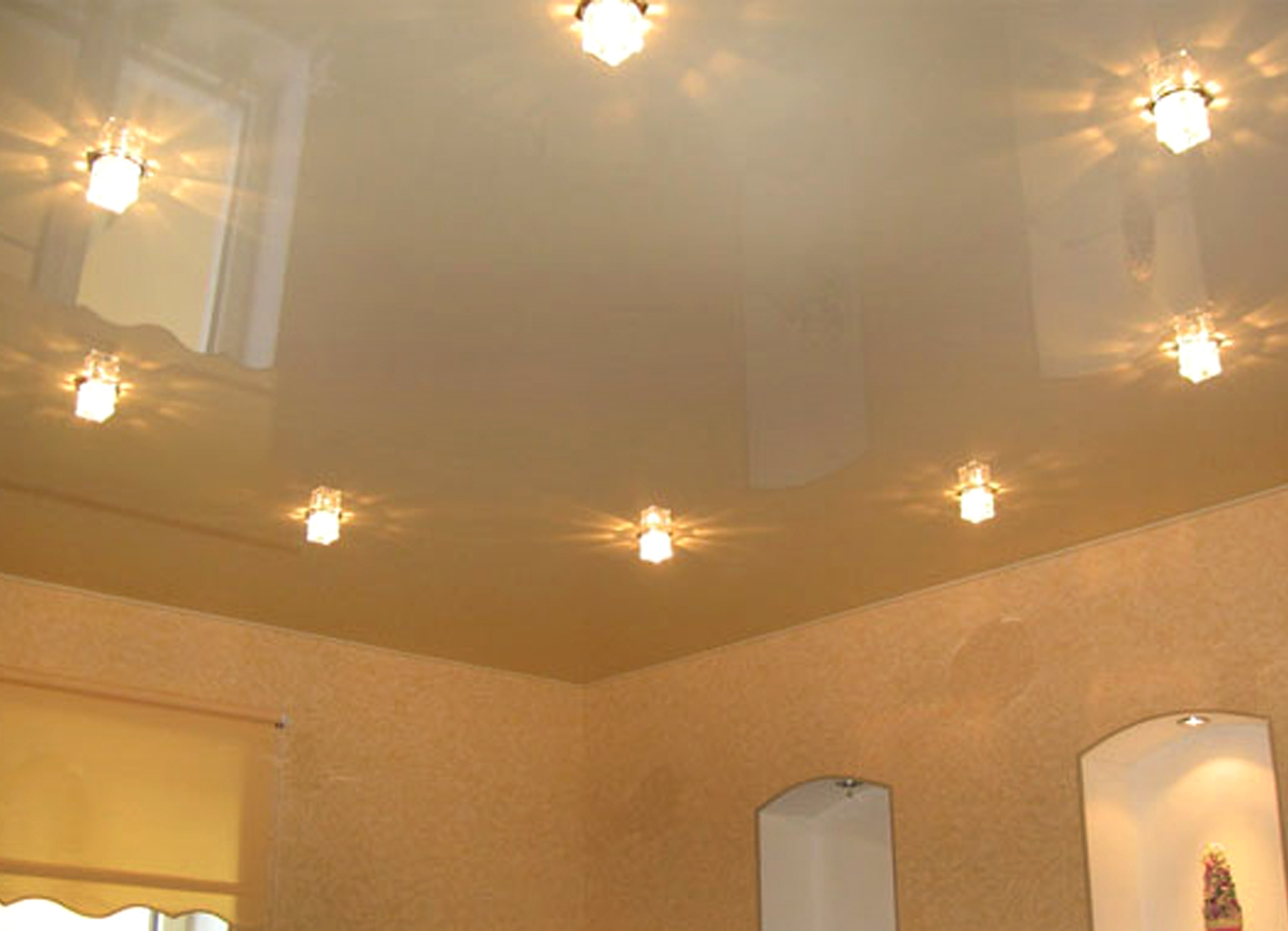 Cons and pros of the stretch ceiling in several levels for the living room