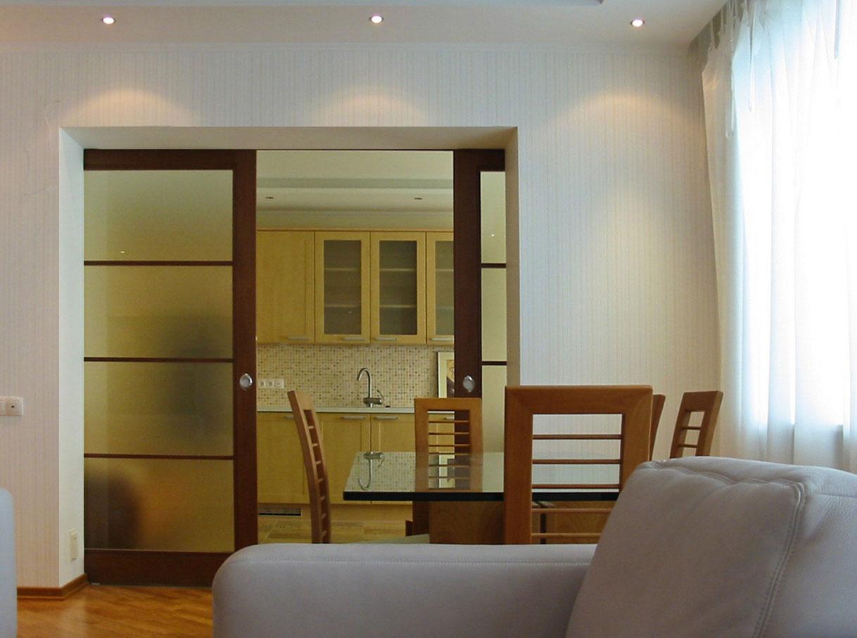Pemisahan Antara Dapur Dan Ruang Tamu Foto Reka Bentuk Pemandangan