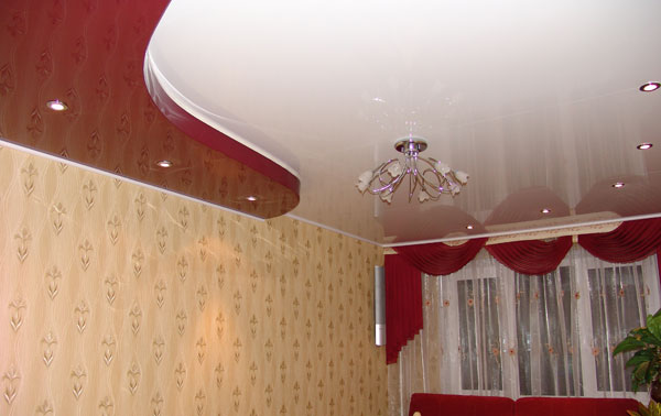 Pros and cons of a stretch ceiling in a living room with integrated lighting