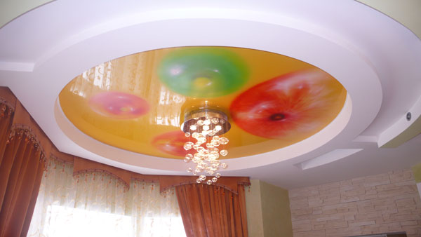 Pros of stretch ceiling and spot lighting for a large living room