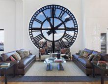 koka pulkstenis virtuvē klasiskā attēla stilā