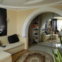 gaiša arka guļamistabas foto stilā