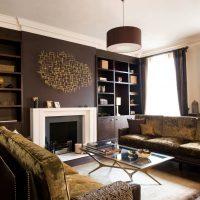 gaišs guļamistabas dizains šokolādes krāsas attēlā