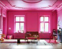 világos nappali kialakítás fukszia színes képben
