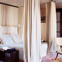 gaišs dzīvokļa interjers franču stila attēlā