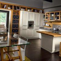 foto gaišā eko stila virtuvē