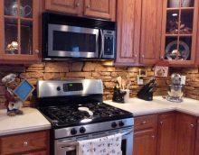 svijetla pregača izrađena od pločica standardnog formata s uzorkom u stilu kuhinjske slike
