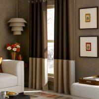 spilgts guļamistabas stils šokolādes krāsas fotoattēlā