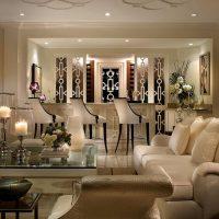 šviesus interjero butas art deco stiliaus paveiksle