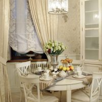 gaišs dekors franču stila dzīvokļa foto