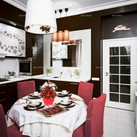 skaists guļamistabas dekors šokolādes krāsas attēlā