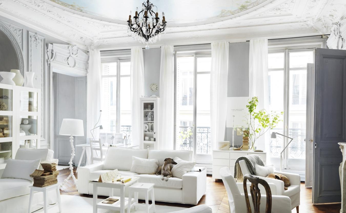 gaišs dekors franču stila dzīvoklī