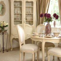 gaiša franču stila koridora interjera attēls