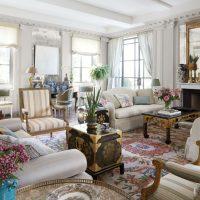 spilgts guļamistabas dekors franču stila attēlā