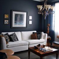gaišs dzīvokļa dizains šokolādes krāsas fotoattēlā