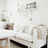 gaišs guļamistabas dizains franču stila attēlā