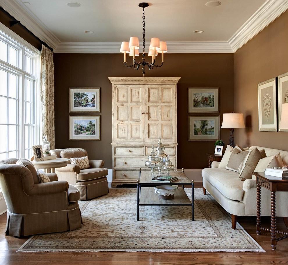 gaišs dzīvokļa interjers šokolādes krāsā