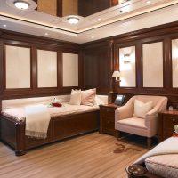 gaišs dzīvokļa stils šokolādes krāsas attēlā