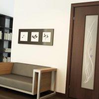 spilgtas durvis guļamistabas attēla noformējumā