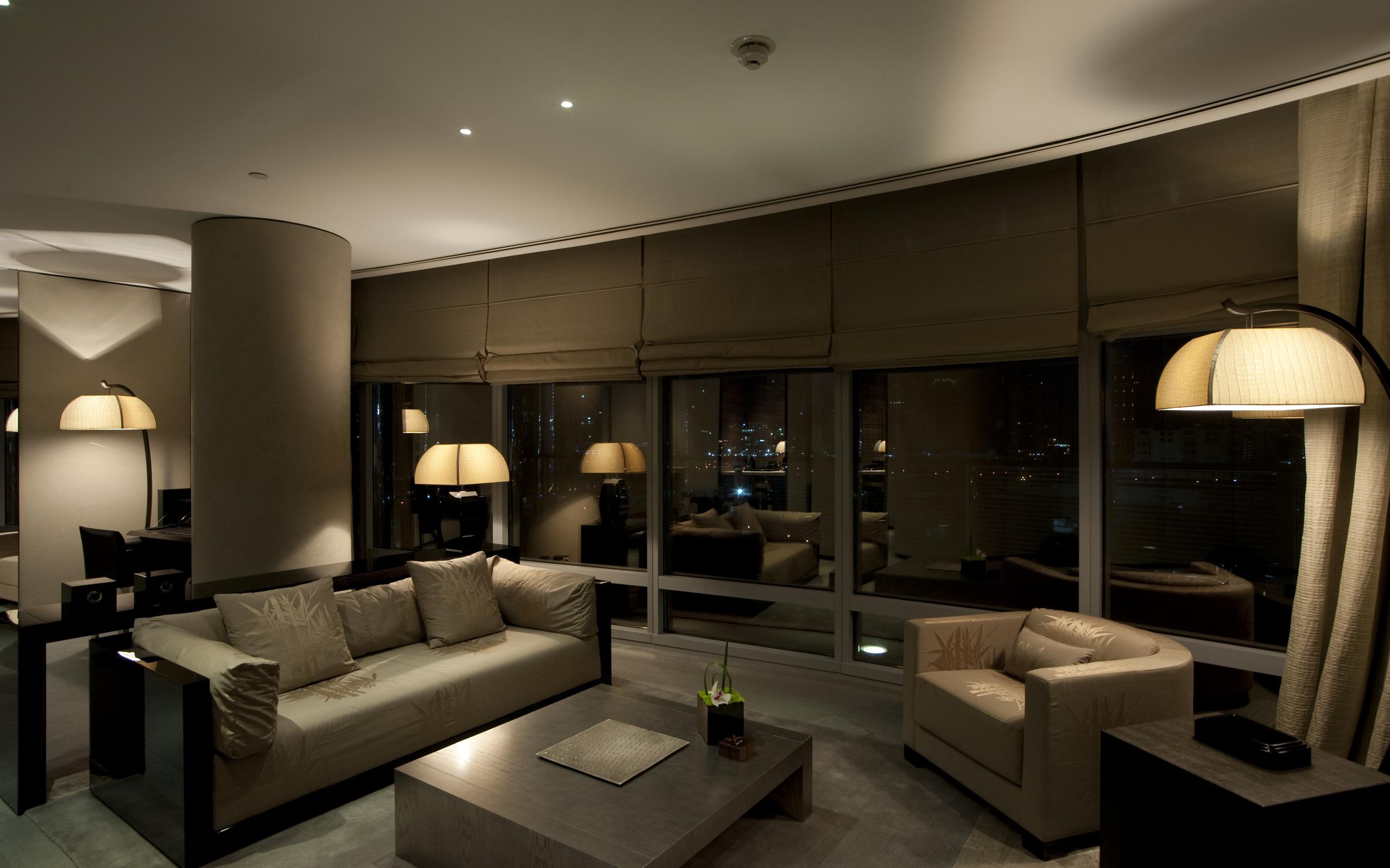skaistas tumšas tapetes guļamistabas dizainā
