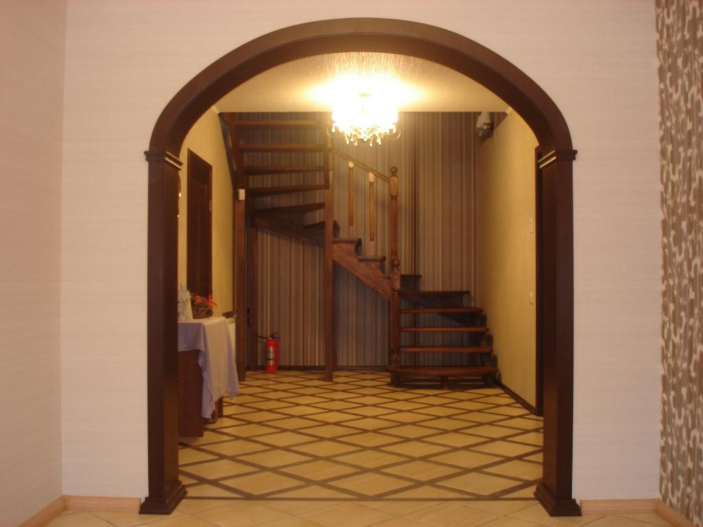 gaiša arka viesistabas stilā