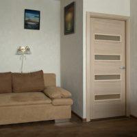 tumšā stila guļamistabas durvju foto