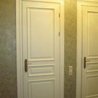 tumša stila guļamistabas durvju attēls