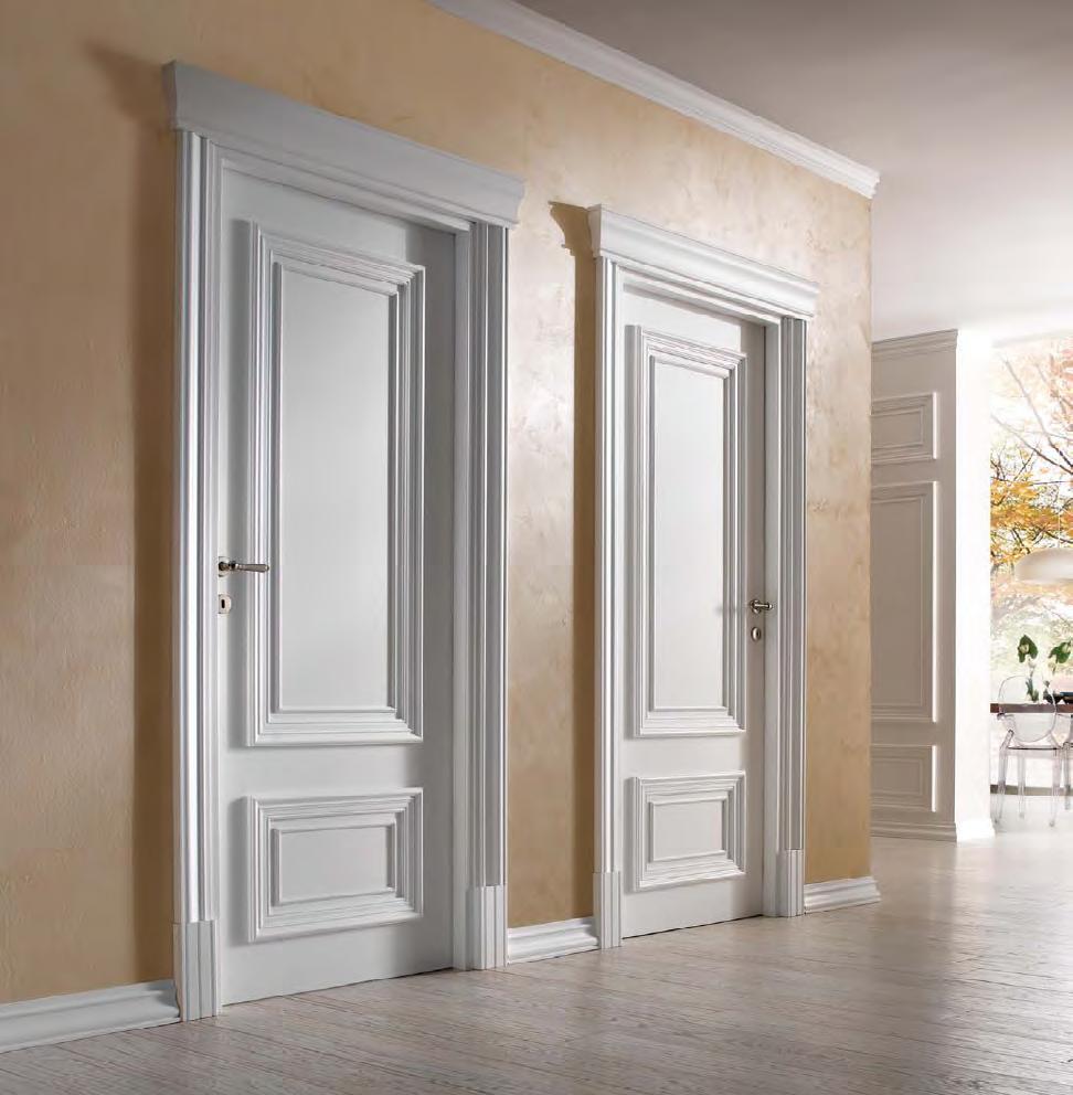 gaišas durvis koridora dizainā