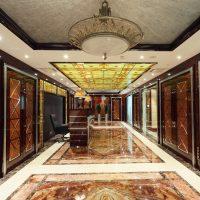 spilgts art deco stila koridora attēls