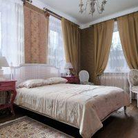 koša dizaina guļamistaba franču stila attēlā