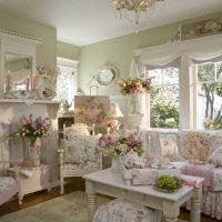 skaists guļamistabas dekors franču stila attēlā