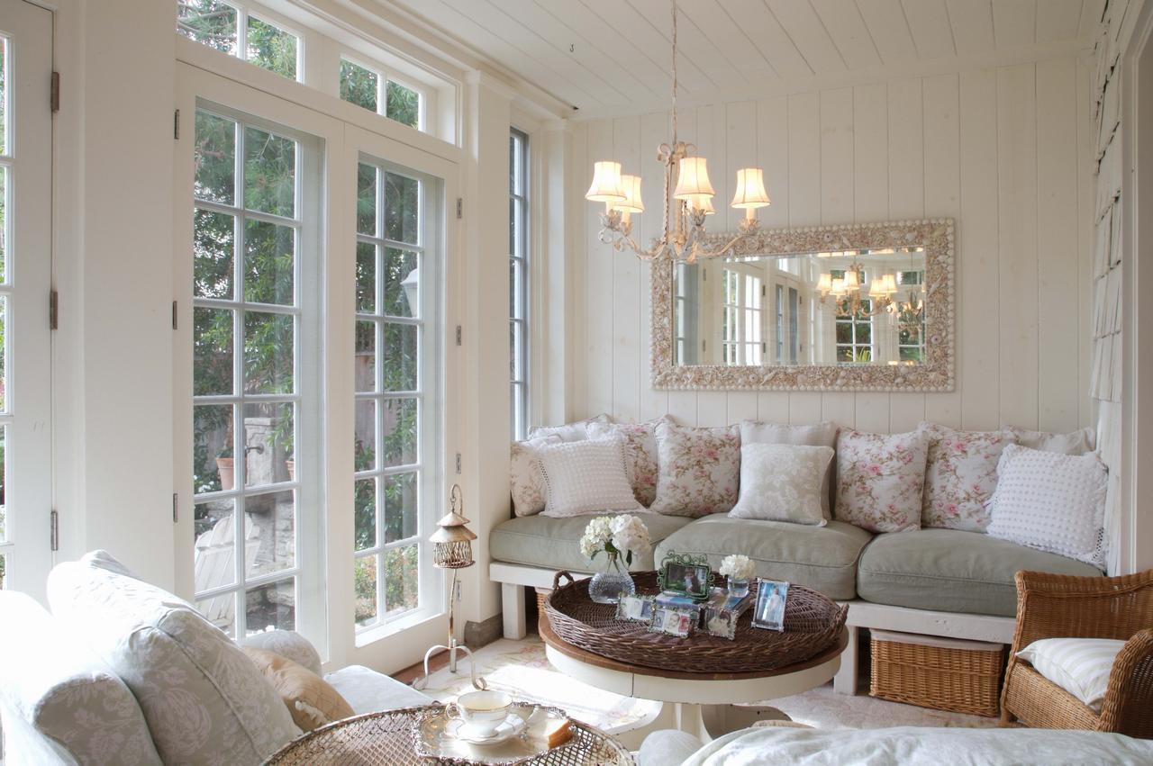 skaists franču stila viesistabas interjers