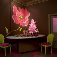 skaists virtuves dekors šokolādes krāsas fotoattēlā