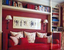 sarkanas krāsas kombinācija ar citām krāsām mājas attēla interjerā