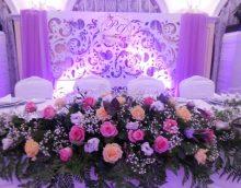 zilas papīra puķes zāles dekorā