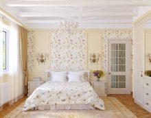 gaiša dekora koridors Provences stila attēlā