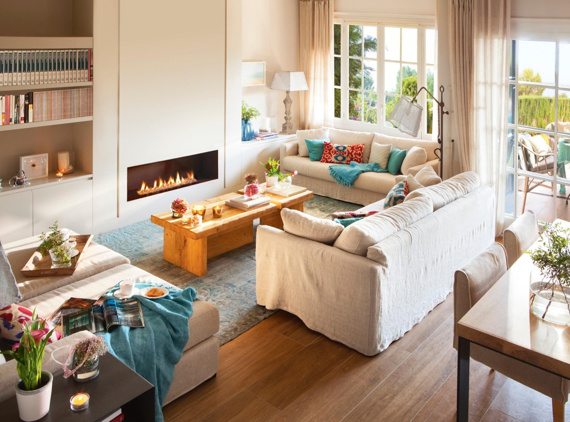 Mājīga, gaiša stila viesistaba