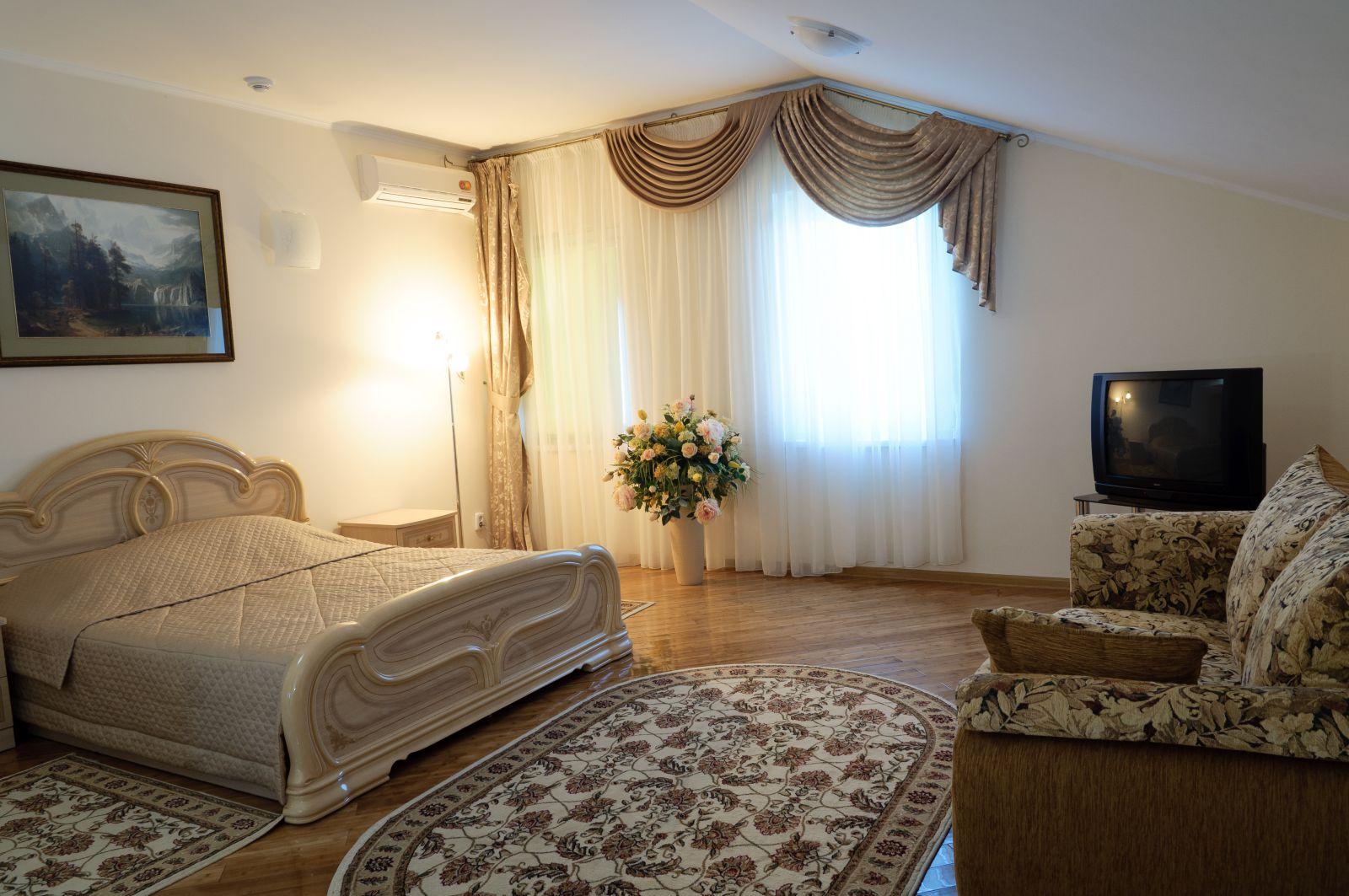 mājīgs neparasts guļamistabas dekors