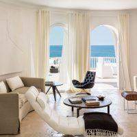 Mājīgs viegla dzīvokļa dizaina attēls