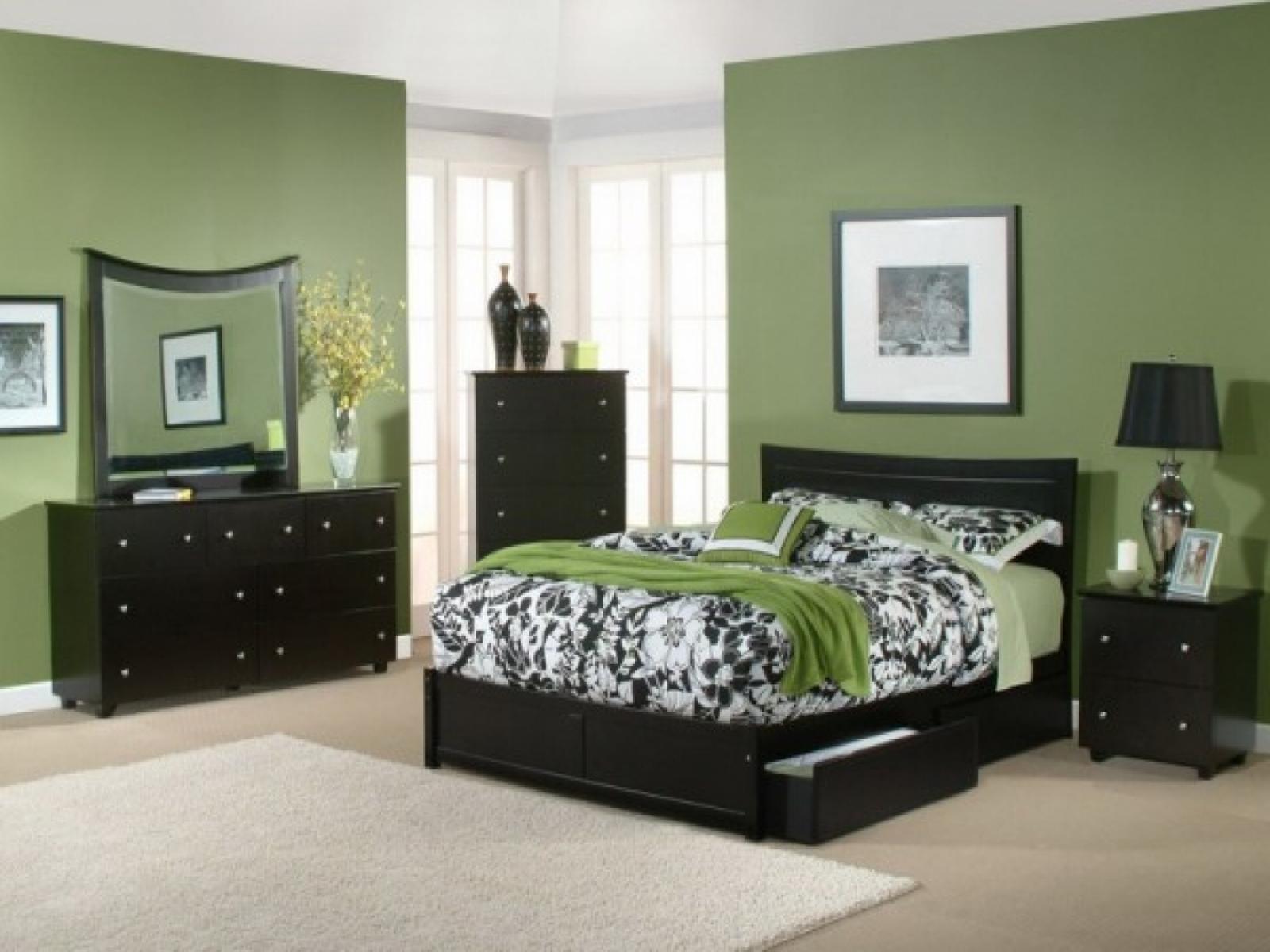 skaista pistāciju krāsa guļamistabas interjerā