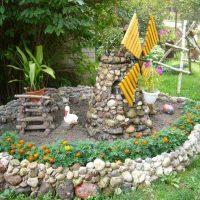 design inhabituel d'une maison de campagne avec une image de pierres