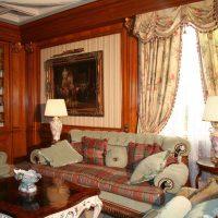 neparasts istabas dizains Viktorijas laikmeta stila fotoattēlā