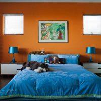 oriģināls guļamistabas dekors zilā fotoattēlā