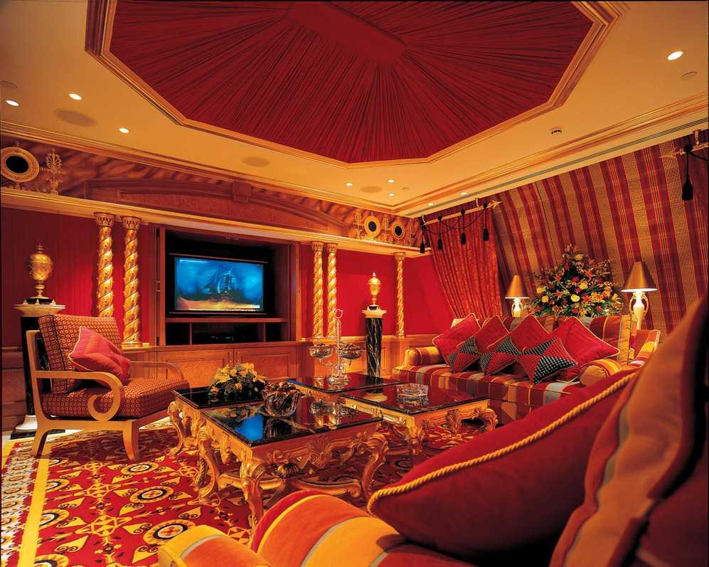 gaišs istabas interjers austrumu stilā