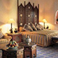 skaista dizaina guļamistaba austrumu stila fotoattēlā