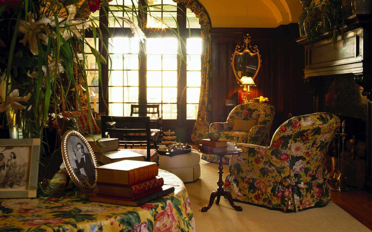 tumšā viktoriāņu stila dzīvoklis