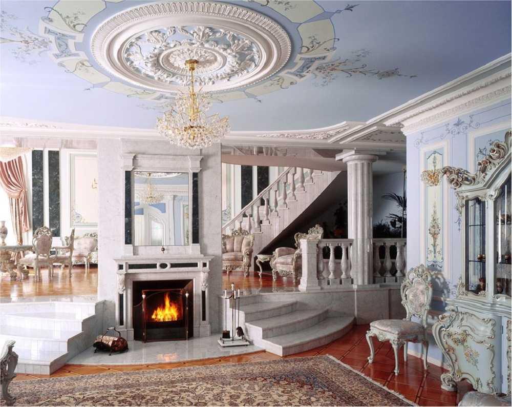 gaišs Viktorijas laika guļamistabas dekors