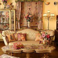 neparasta stila istaba viktoriāņu stila attēlā