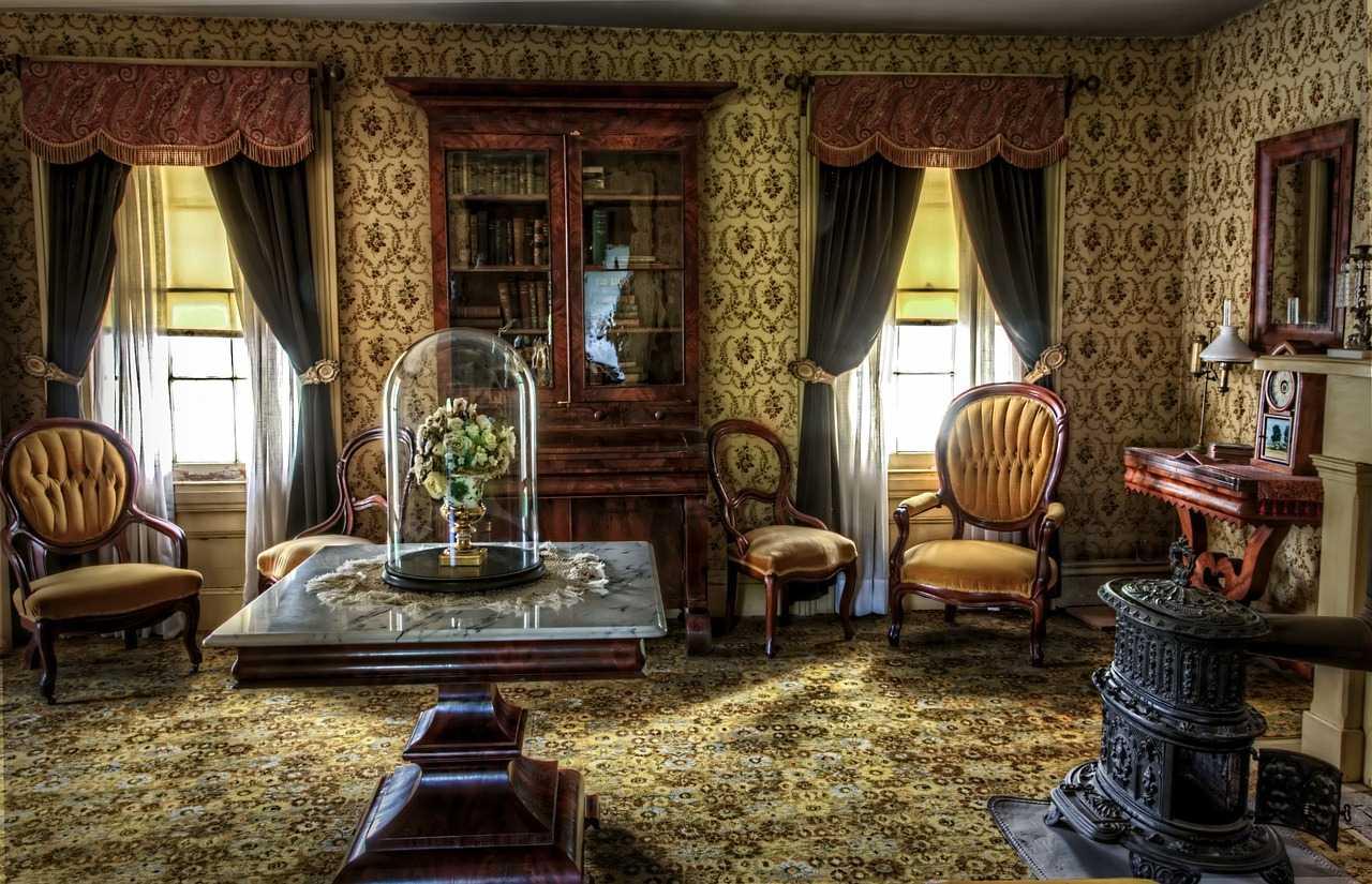 Spilgts Viktorijas laika stila dzīvokļa dekors
